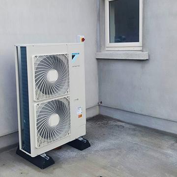 outside heatpump installation | NRG Panel